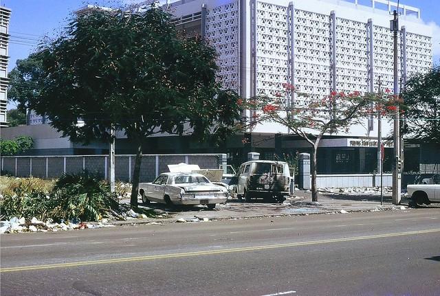 SAIGON (avril 1975) - ĐL Thống Nhứt - Tòa nhà Trung Tâm Luật Pháp VN đối diện Tòa ĐS Mỹ