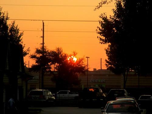 red orange sunrise haze texas shadows earlymorning pollution shoppingcenter sugarland ahobblingaday daysaregettingshorter