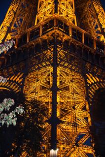 Image of Eiffel Tower near Paris 16. kväll france skymmning euorpe paris eiffeltower street twilight arkitektur architecture city toureiffel evening skymning dusk îledefrance frankrike fr