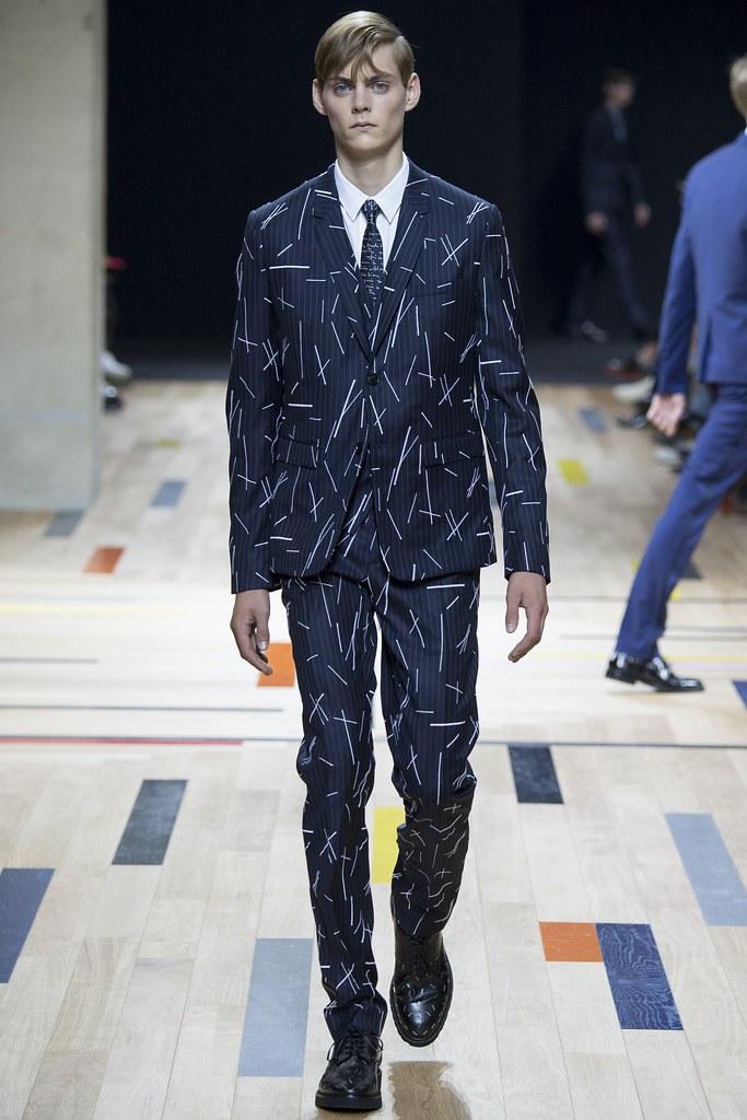 SS15 Paris Dior Homme005_Mats van Snippenberg(VOGUE)