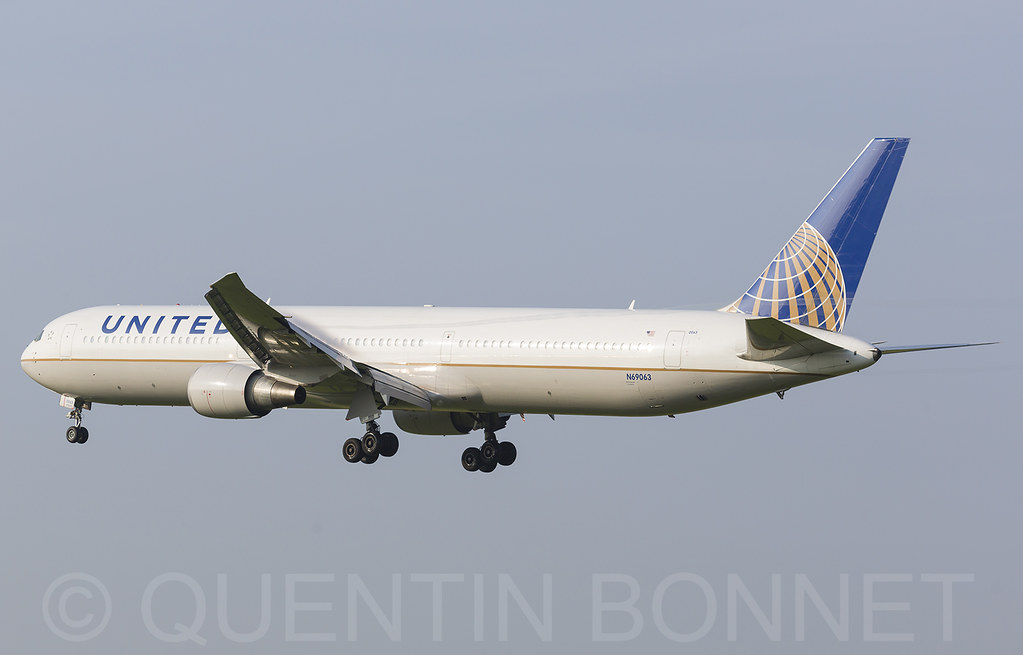 United Airlines Boeing 767-424(ER) N69063