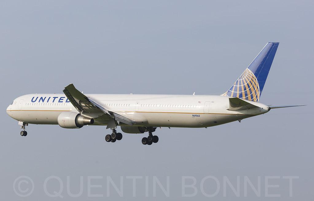 United Airlines Boeing 767-424(ER) N69063