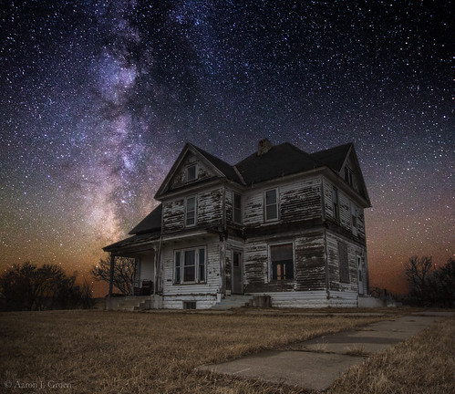 sky house abandoned southdakota dark stars galaxy astrophotography abandonedhouse dakota galactic milkyway milkywaystars galacticcenter greatrift aaronjgroen homegroenphotography southdakotastars milkywayscape