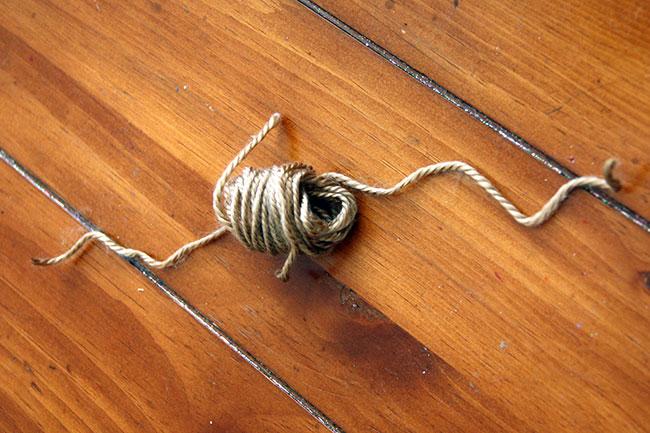 Pom-Pom_Get-Ready-to-Tie-Knot