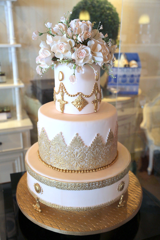 Such a pretty display cake