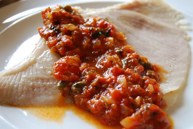 rog met pittige tomatensaus