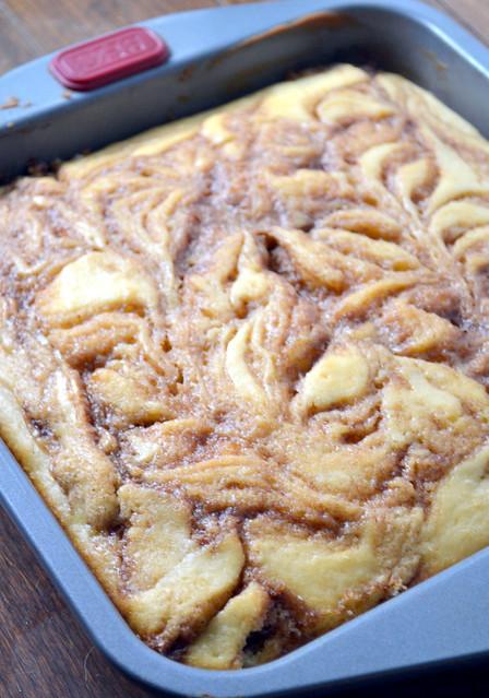 swirled cinnamon roll cake