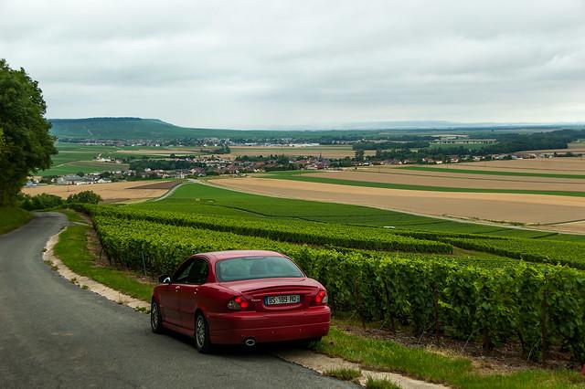 Ma Jaguar X-Type au pied du Mont Aimé