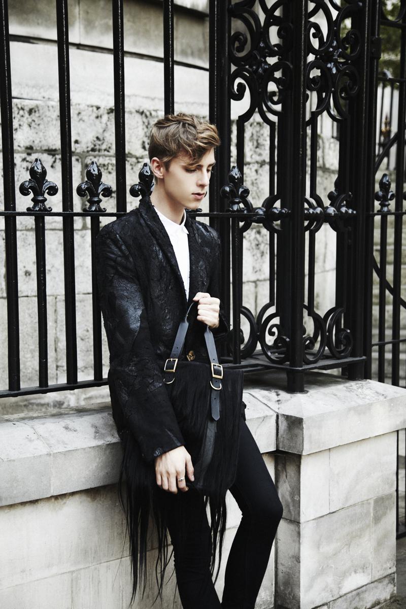Mikkoputtonen_fashionblogger_londonfashionweek_LFW_day1_outfit_tnbpclothing_daniellefoster_drmartens_2_web
