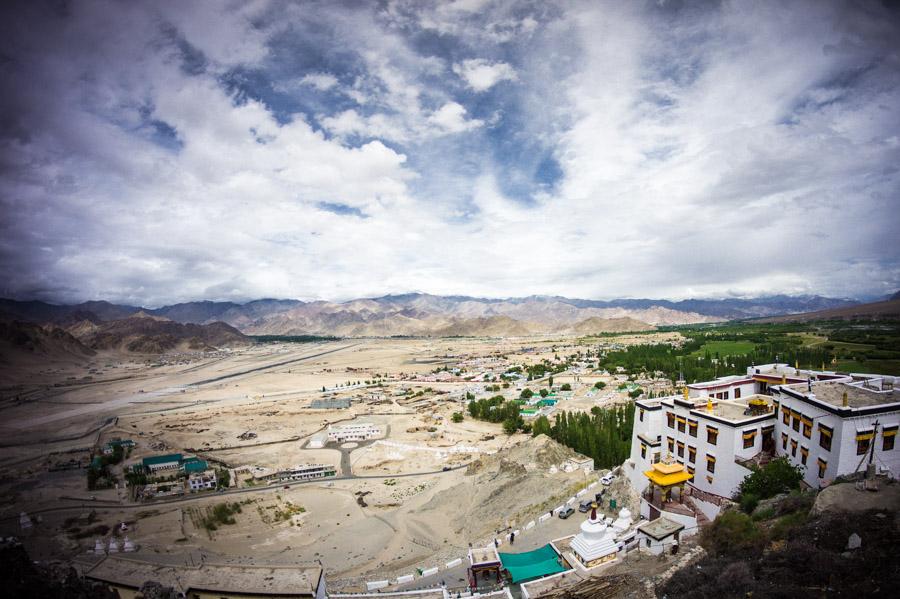 Вид на долину с Махакала гомпы.. Монастыри Ладакха (Монастыри малого Тибета) © Kartzon Dream - авторские путешествия, авторские туры в Ладакх, тревел фото, тревел видео, фототуры