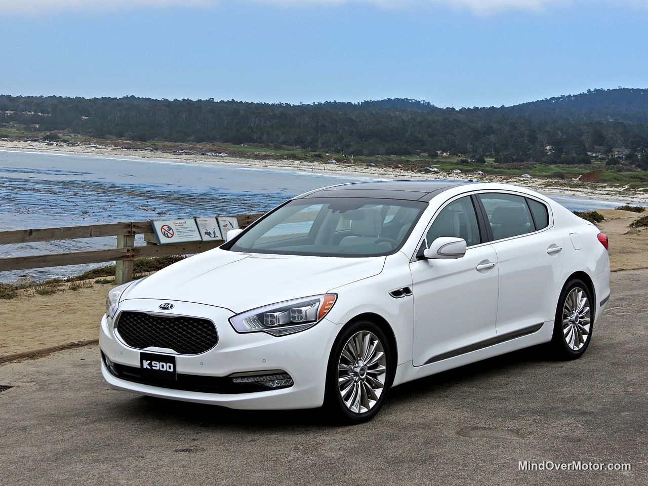 Kia K900 Pebble Beach