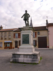 Statue du général Chanzy à Buzancy - Photo of Nouart