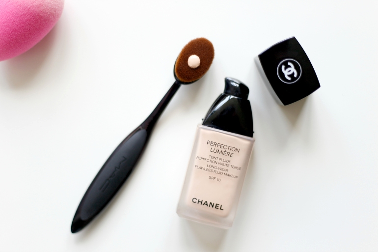 fashion is a party, fashion blogger, beautyblog, chanel perfection lumière foundation, beautyblender, mac oval 6 brush, foundationkwast, mac foundationkwast, poederkwast, review, make-up kwast, make-up kwasten schoonmaken