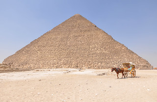 Image of Pyramid of Khufu near Muḩāfaz̧at al Jīzah.