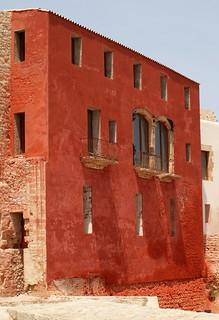Bild av Dalt Vila nära Ibiza. houses homes windows red house home window spain europe olympus vila ibiza eivissa brickwork e600 ibizatown balearicislands evissa daltvila exposedbrickwork rebuildingwork olympuse600