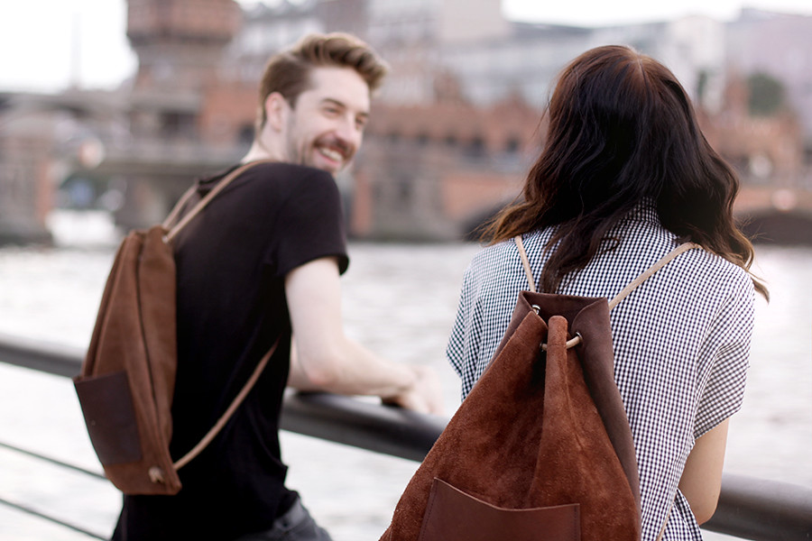 Hevan Berlin backpack couple shooting Berlin Kreuzberg cute story fashion men girl boy nautical river fashion blogger CATS & DOGS Ricarda Schernus 4