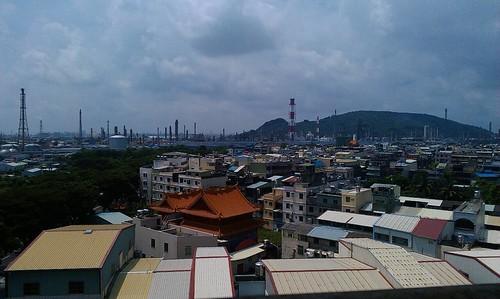高雄的石化工業。圖片來源:我們的島