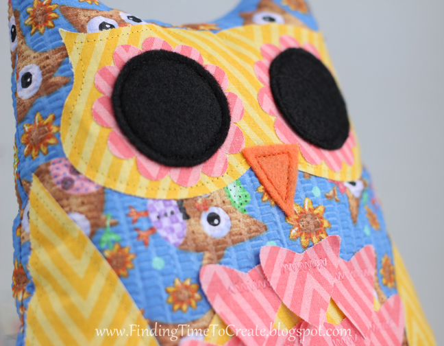 stuffed owl_detail