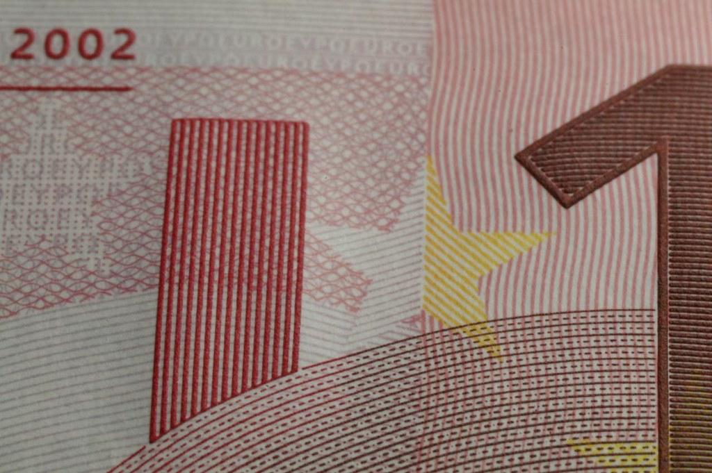 拍鈔票與電路板,玩散景與家裡蹲。(39張)