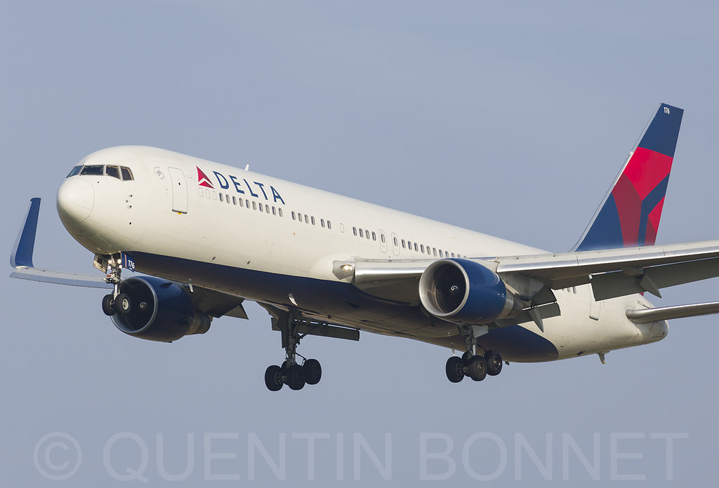 Delta Air Lines Boeing 767-332(ER)(WL) N176DN