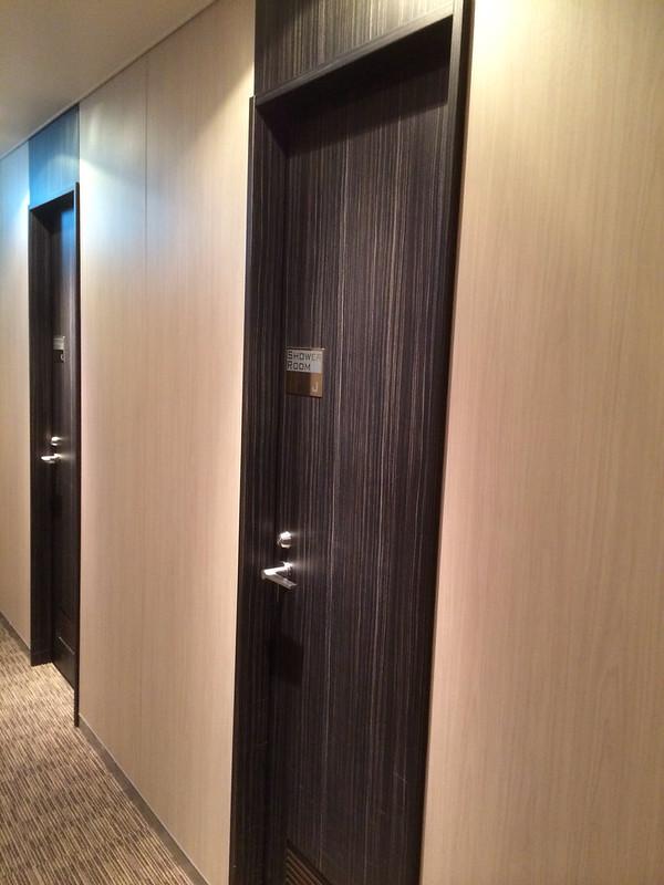 シャワールームのドア