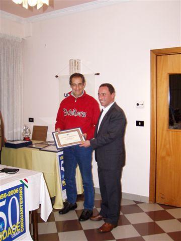 L'ex professionista William Donati premia Luciano Rabottini