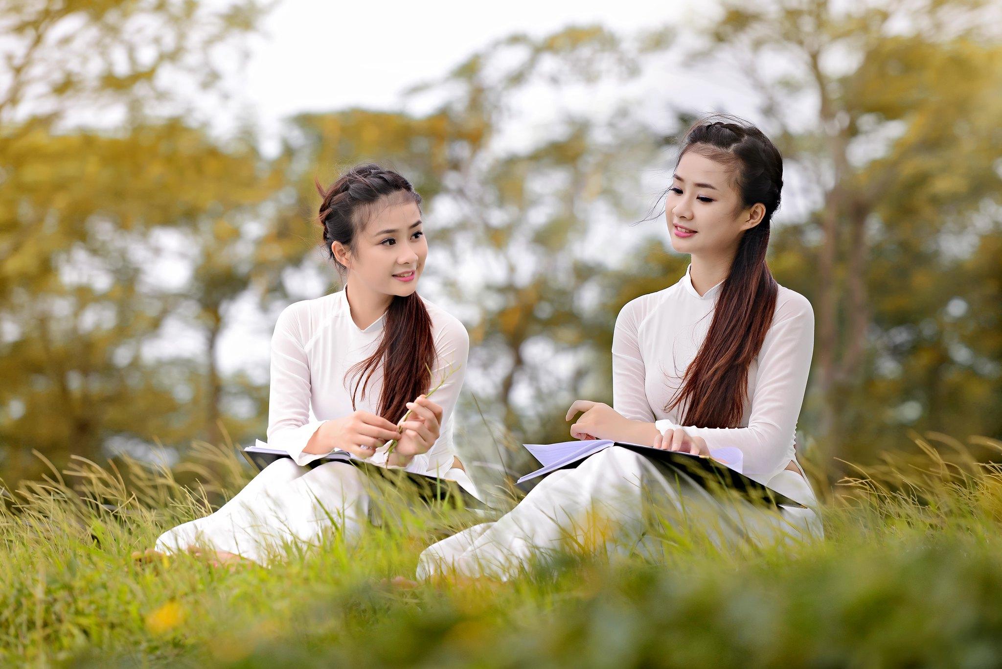Áo dài trắng - Heo may Tháng 9