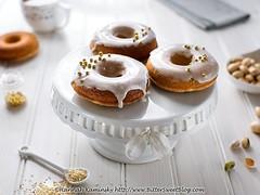 Sesame-Pistachio Doughnuts (2/3)