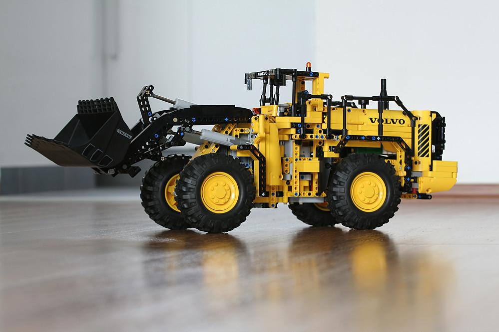 LEGO Technic 42030 - Volvo L350F Wheel Loader