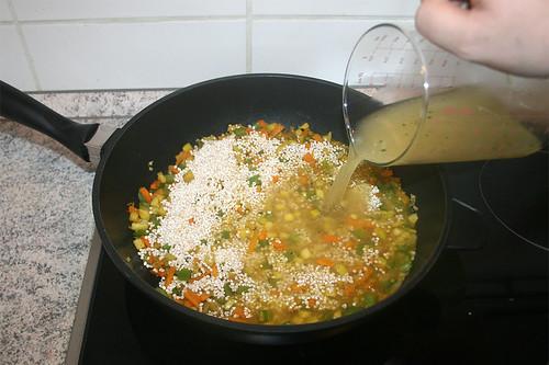 28 - Mit Hühnerbrühe ablöschen / Deglaze with chicken stock