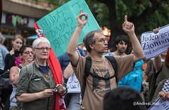 Israelis protestieren gegen die Angriffe auf Gaza ישראליות/ים מפגינות/ים נגד המתקפה על עזה