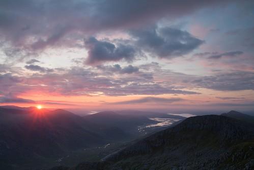 uk mountain mountains west sunrise canon landscape eos scotland highlands europe view northwest glen hills summit 1750 loch tamron garry munro loyne gleouraich 450d moriston