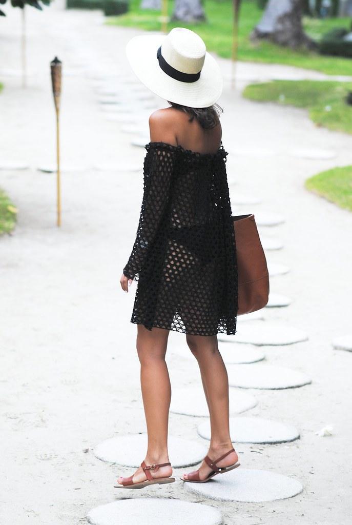 Fácil con el vestido de hombro