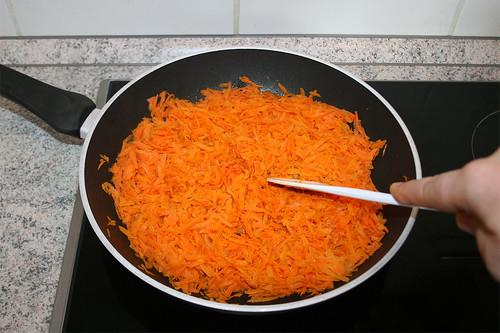 14 - Möhren andünsten / Braise carrots lightly