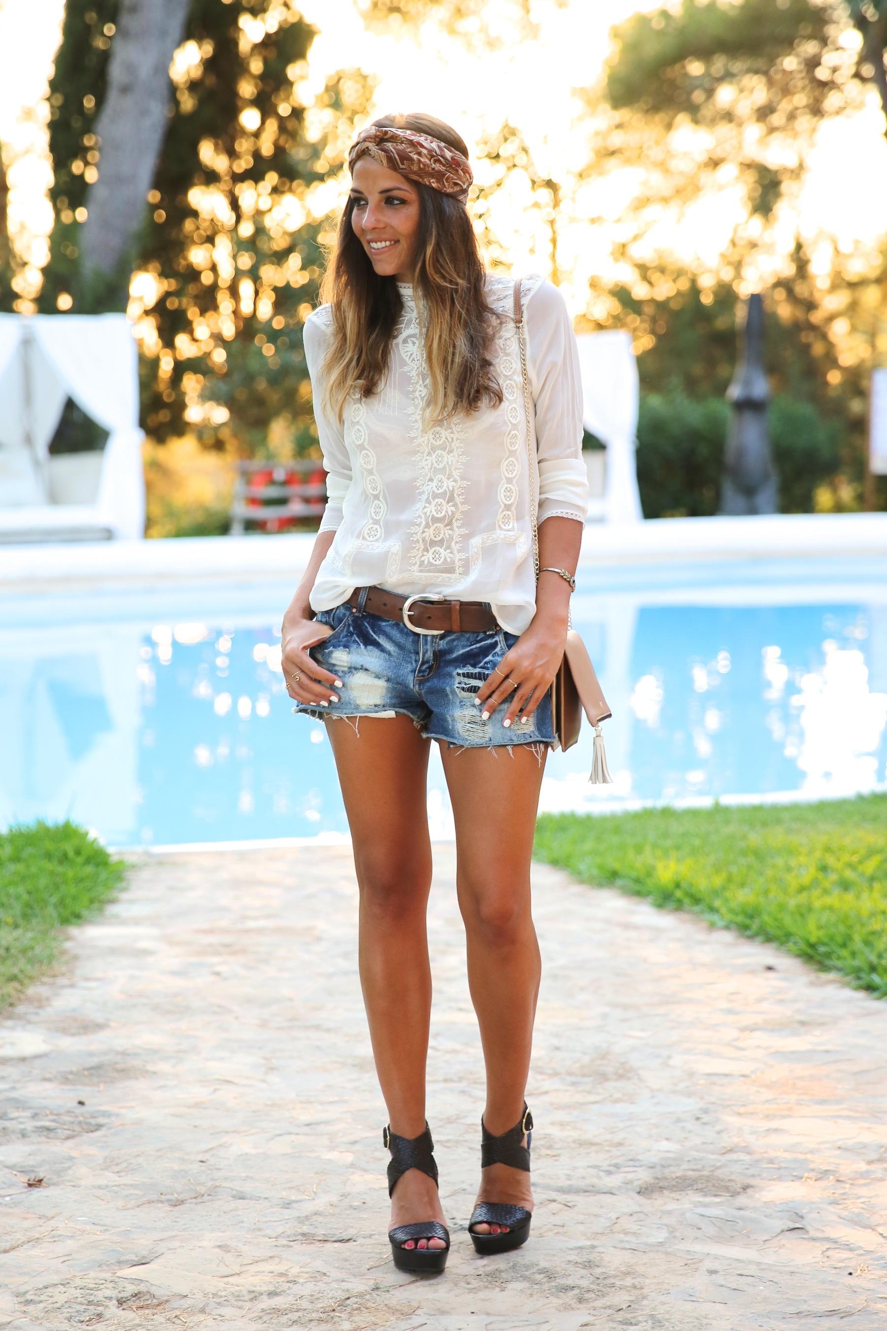 trendy_taste-look-outfit-street_style-ootd-blog-blogger-fashion_spain-moda_españa-boho-hippie-denim_shorts-shorts_vaqueros-blusa-blouse-mas34-pg-ibiza-sa_talaia-12