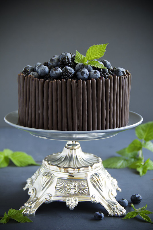 Chocolate cake with blueberry and BlackBerry.