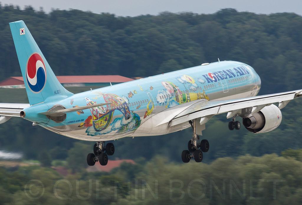 Korean Air Lines Airbus A330-223 HL8211