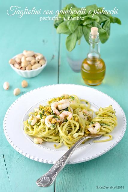 Tagliolini con gamberetti e pistacchi profumati al basilico