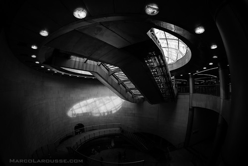 Spaceship hiding in a Paris metro station - Fuji X-Pro 1
