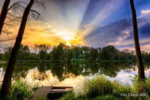 Sonnenstrahlen über dem See