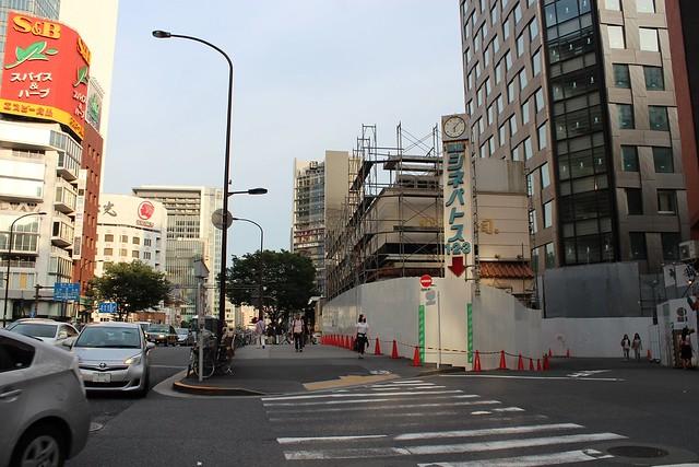 土浦亀城作の三原橋センター解体中 (9)