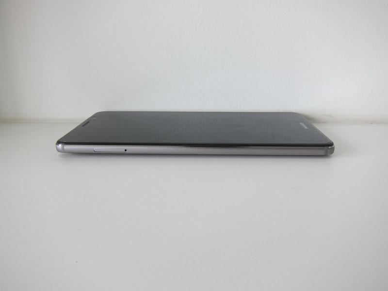 Huawei Mate 9 - Left
