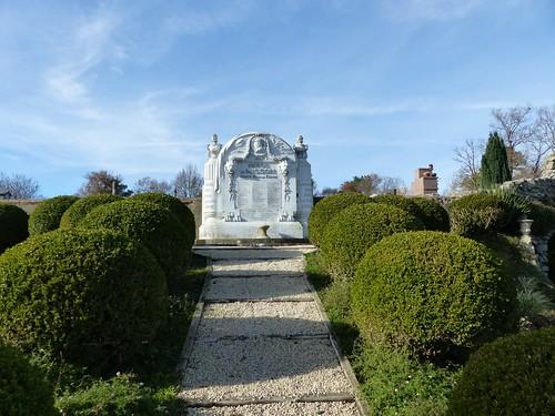 Misson, Landes: monument aux morts classé monument historique en 2014, architecte  Cazalis, construit à partir de 1919, inauguré le 28 novembre 1920.