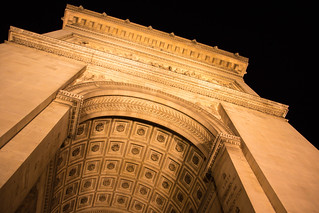 Image of Arc de Triomphe near Paris 08. kväll skymmning arcdetriomphe euorpe paris france street twilight arkitektur city architecture triumfbågen evening placecharlesdegaulle dusk îledefrance frankrike fr
