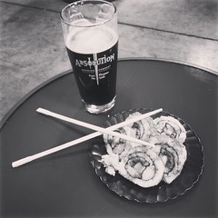 Sushi and beer!!! @absolutionbrewing Unagi roll courtesy @sushichefinstitute with a #padrebravo Delicious 😊 #californiabrewed #supportyourlocal #localbrew #localfood #torrance #california #craftbeer #happyplace #fucktrump