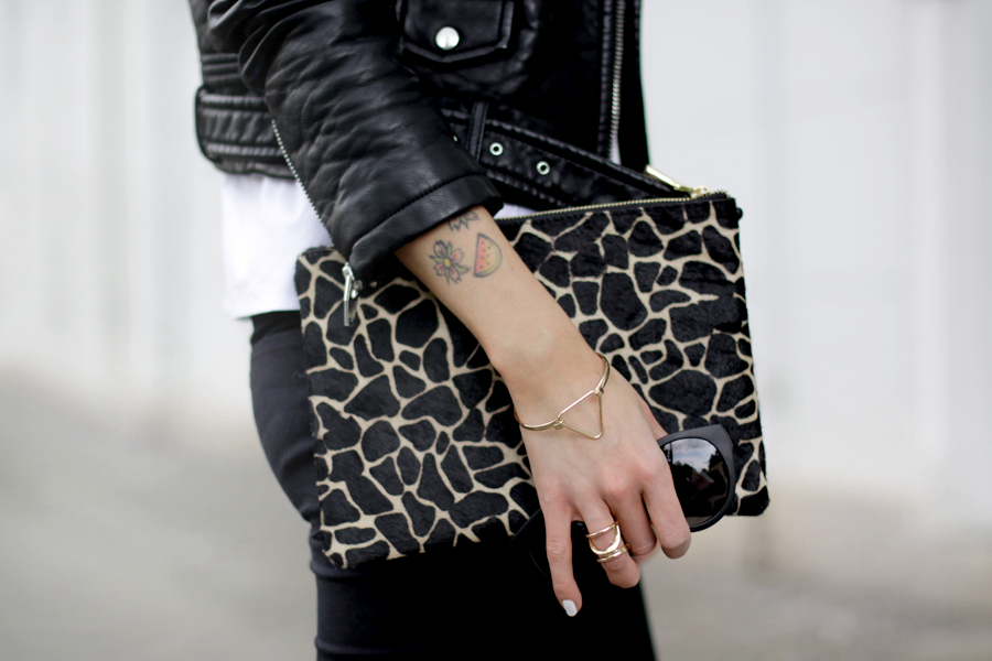 Black and White clear clean French Frenchie outfit OOTD styling leather biker animal clutch Sacha x Fashionchick summer heels fashionblogger Berlin German blogger Ricarda Schernus 3