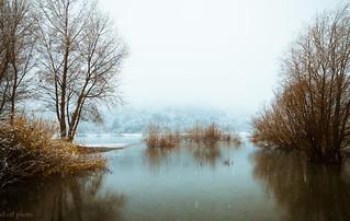65...le lac du Broc entre neige et brouillard.