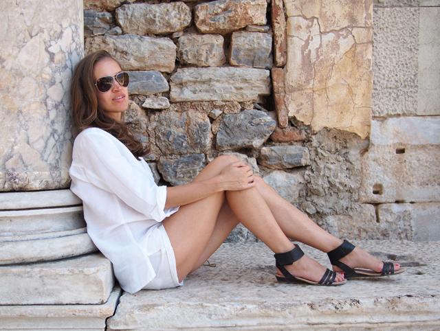 summer style inspiration all white ephesus travel style