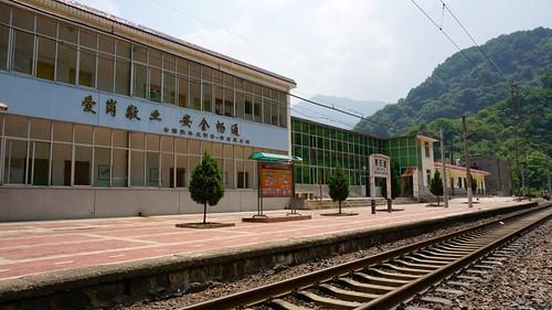 青石崖站站台。
