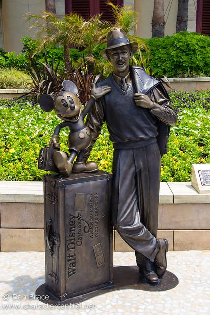 Storyteller's Statue